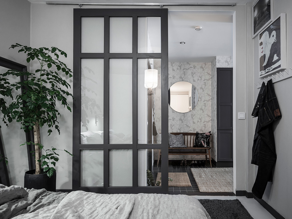 Hight Contrast Home With Glass Partitions Coco Lapine