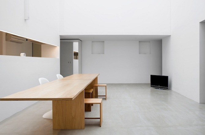 Cube house minimalist interior to the extreme coco for Extreme minimalist living