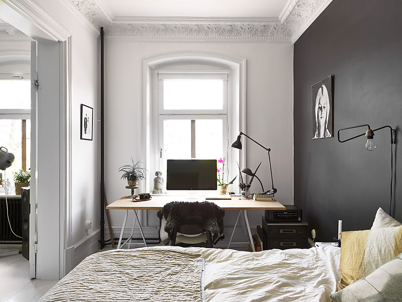 Black bedroom wall - via Coco Lapine Design