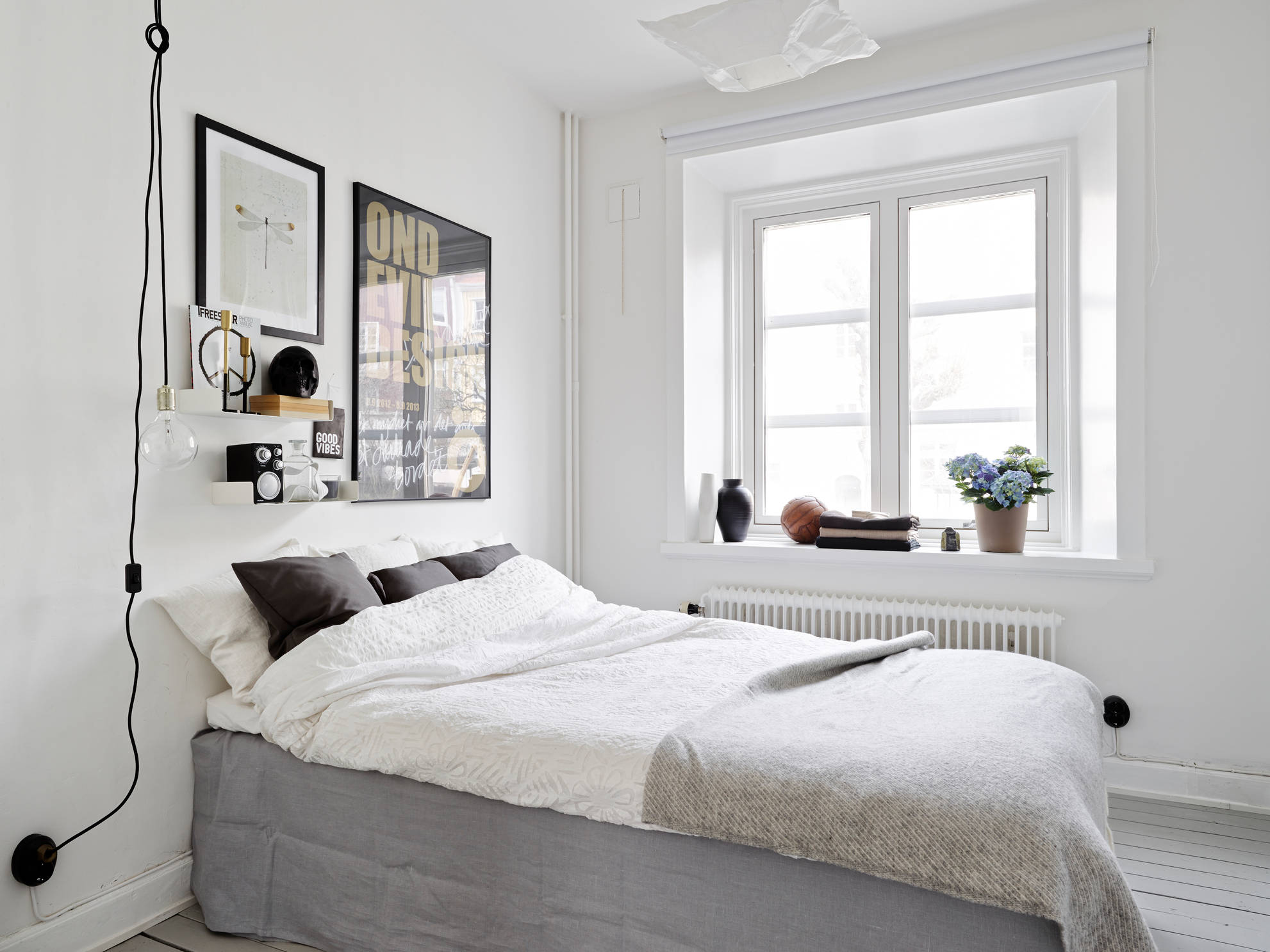 White tiles grey floors and brass accents coco lapine for Minimalist living bedroom