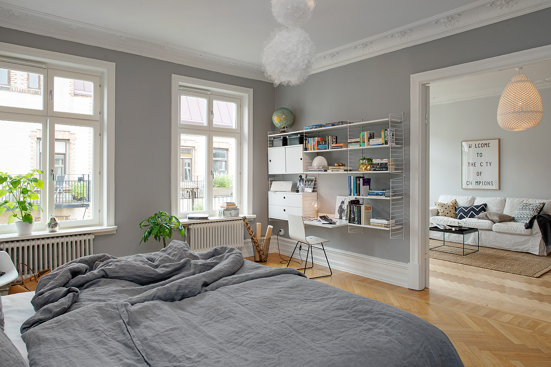 Grey bedroom walls are just perfect coco lapine for Puertas interiores blancas