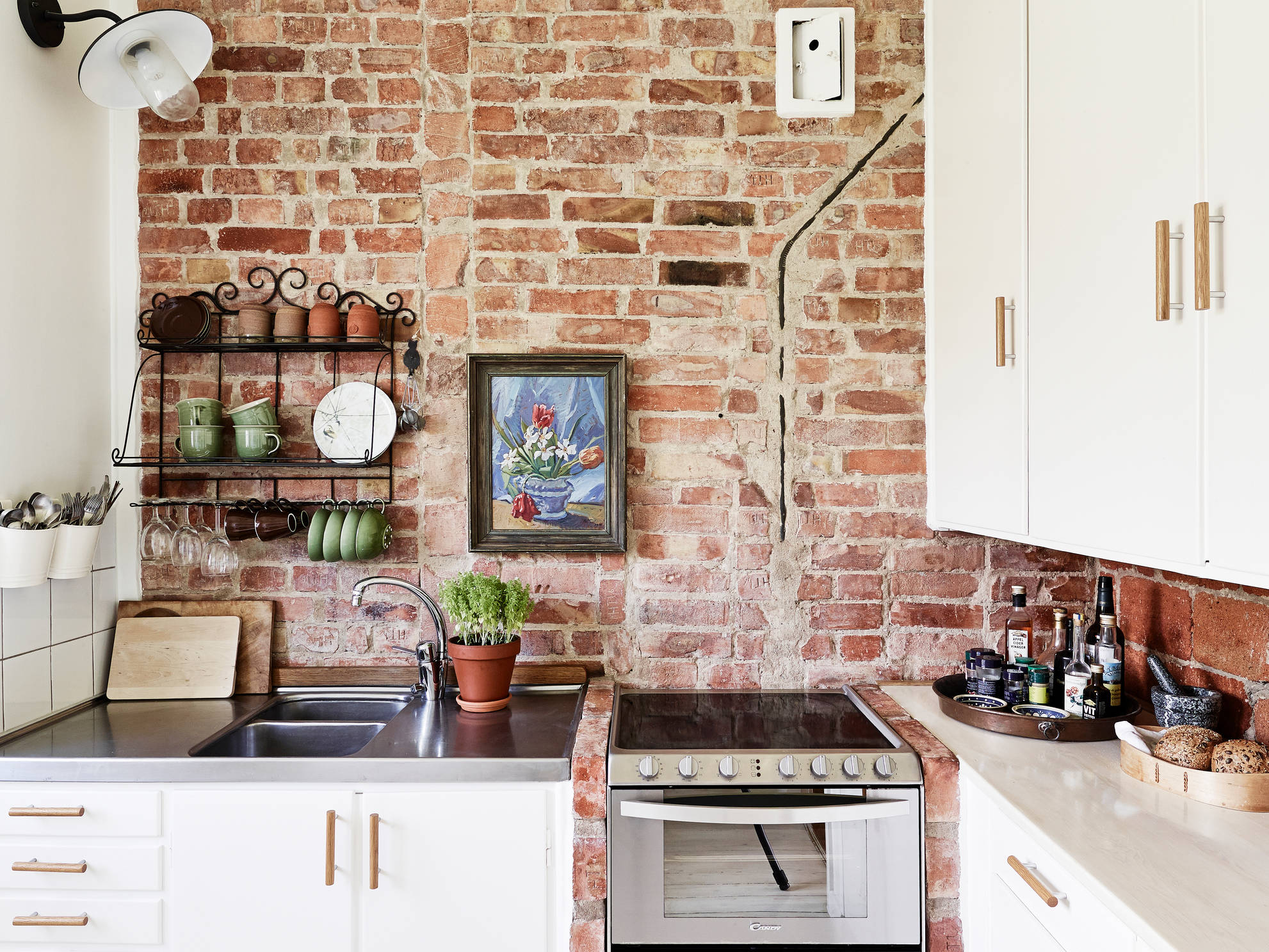 Brick wall kitchen coco lapine designcoco lapine design for Best brand of paint for kitchen cabinets with papiers peints 4 murs