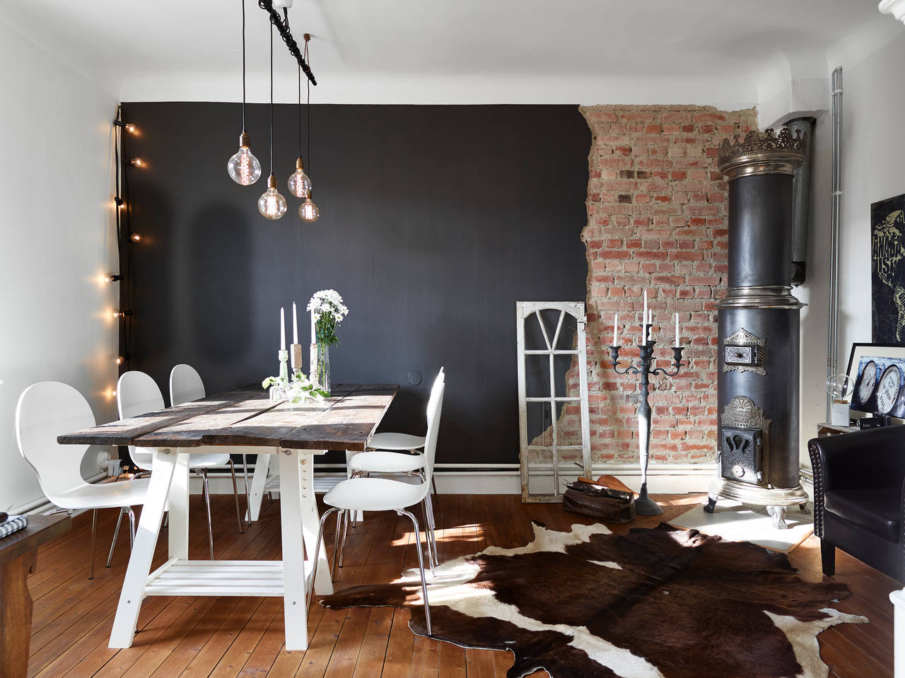 Half brick half black wall in a swedish living room - Decoracion industrial vintage ...