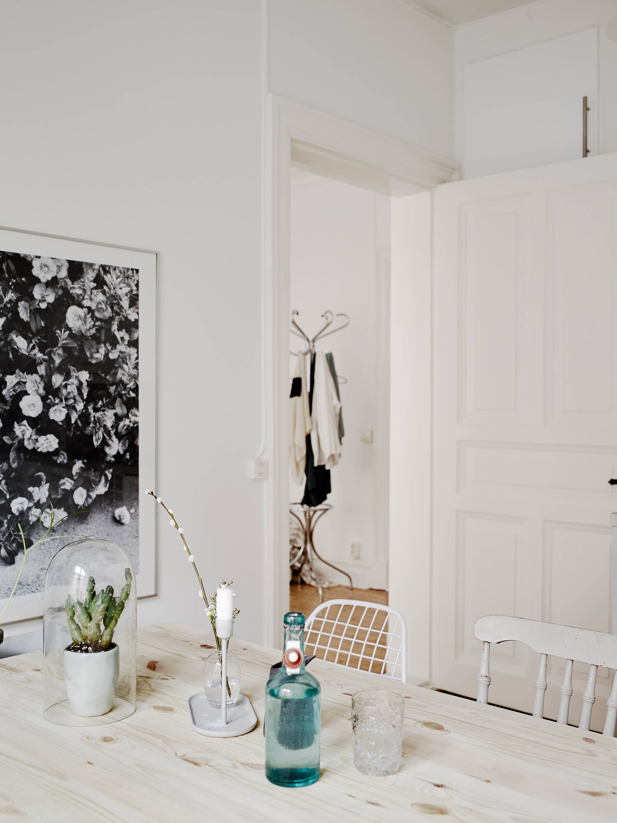 home with muted spring colors coco lapine designcoco. Black Bedroom Furniture Sets. Home Design Ideas