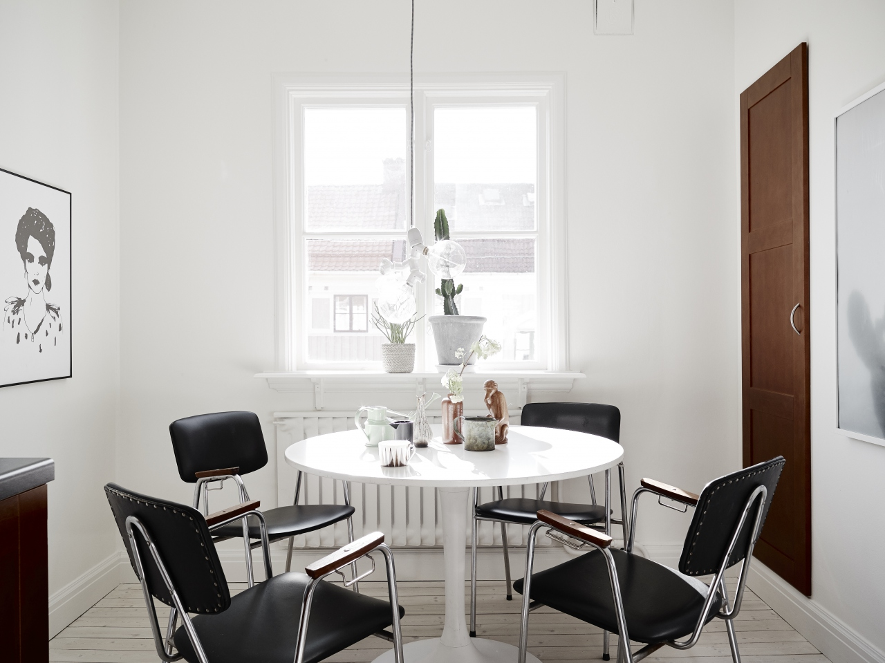 Nordic home with muted colors and vintage items - via cocolapinedesign@gmail.com