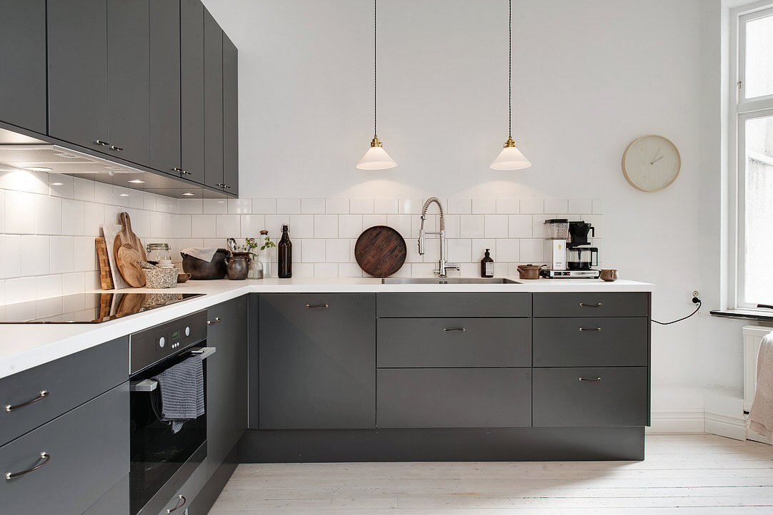 Dark grey kitchen coco lapine designcoco lapine design for Dark gray kitchen cabinets