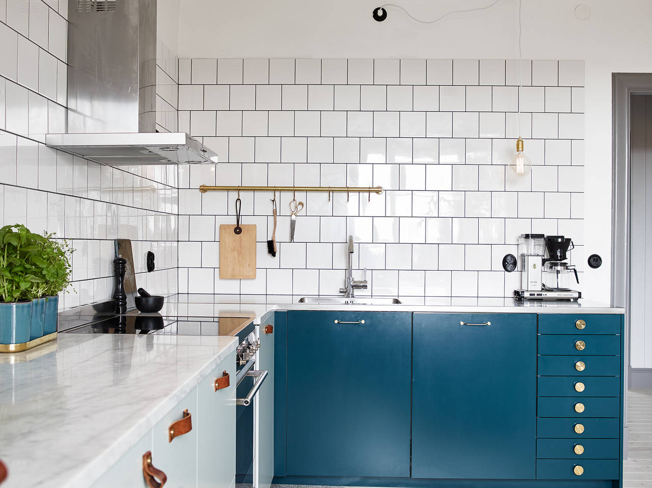 Kitchen In Mint And Petrol Coco Lapine Designcoco Lapine