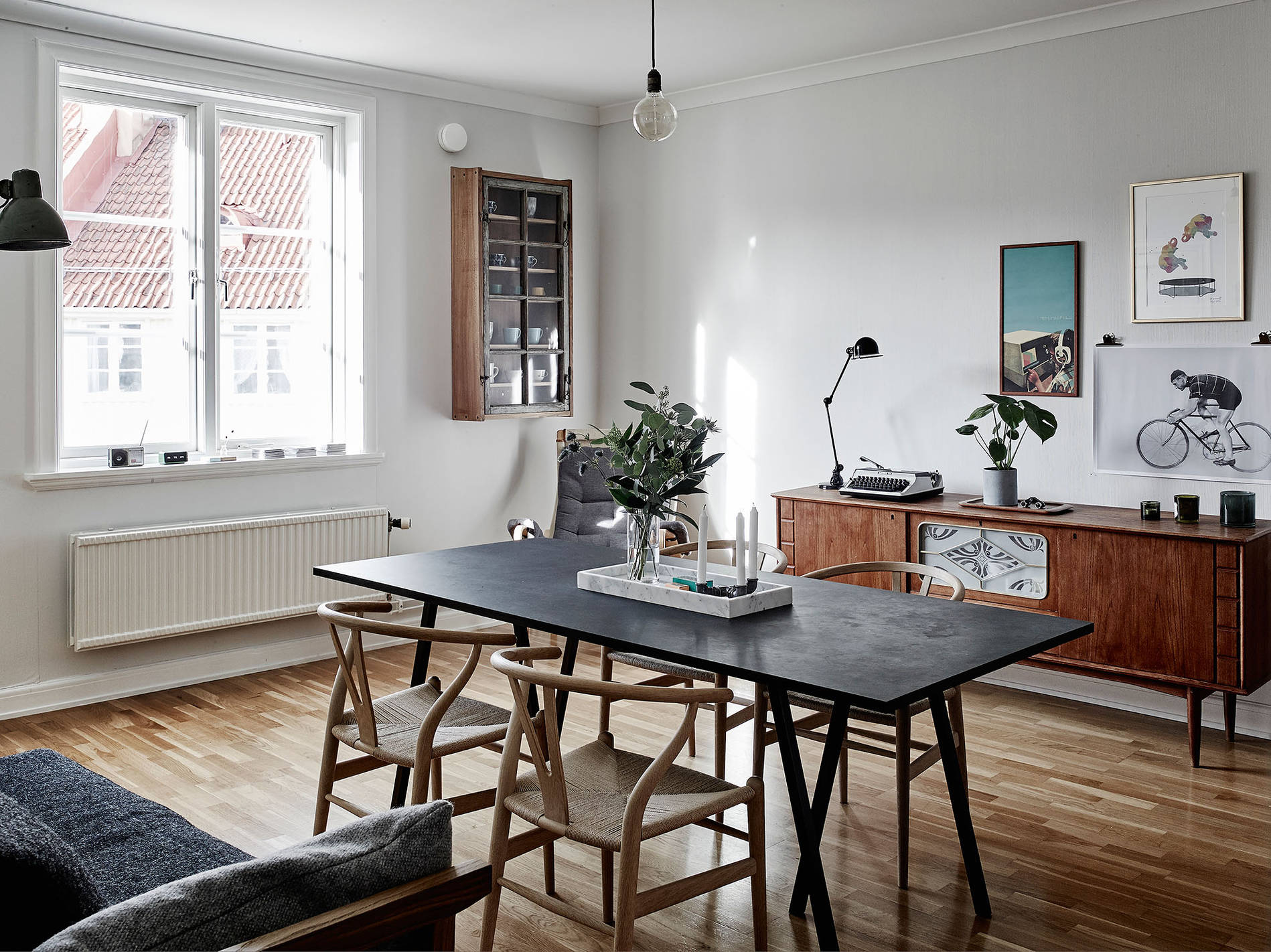 Dark woods and a vintage vibe coco lapine designcoco for Vintage apartments