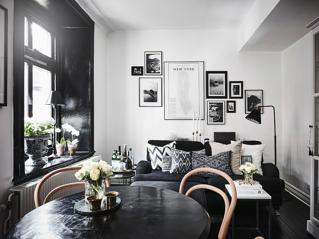Living Kitchen With Strong Black Accents Coco Lapine
