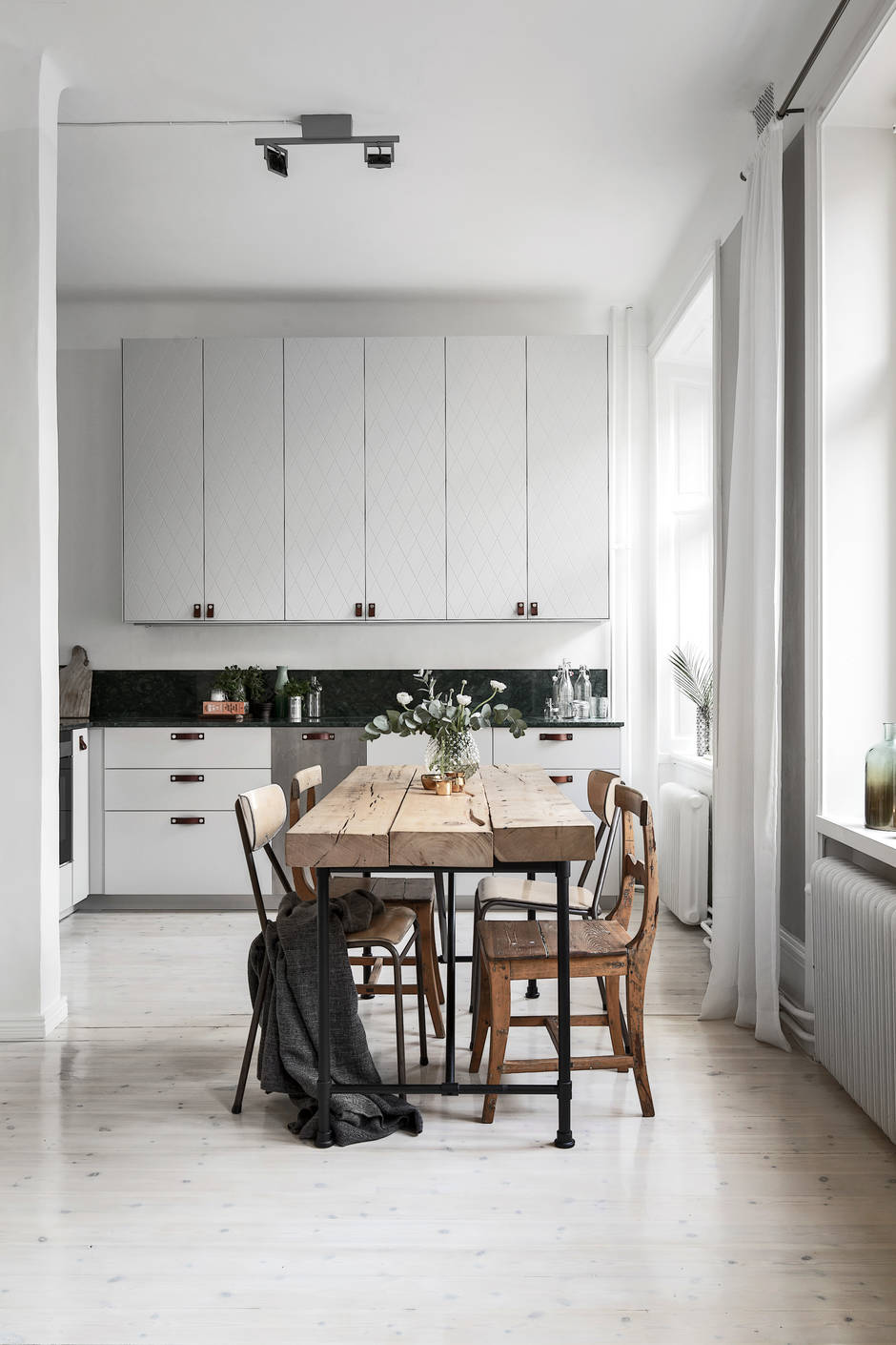 Cozy Home With A Green Marble Kitchen Coco Lapine
