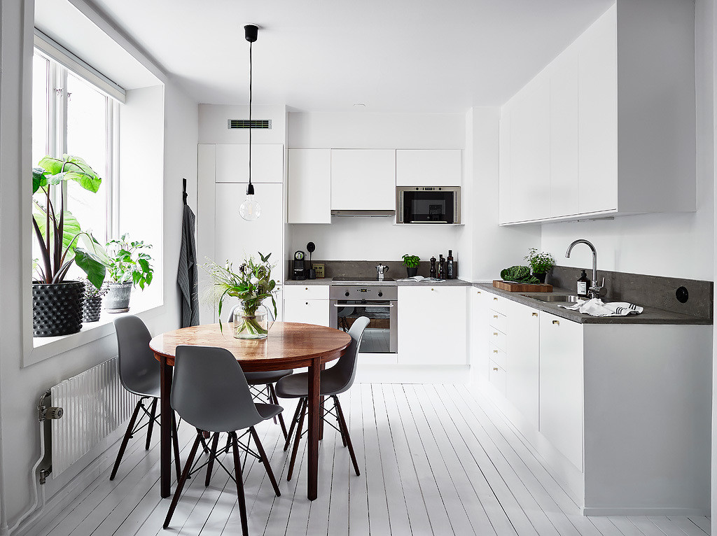 white kitchen with a round dining table coco lapine designcoco lapine design. Black Bedroom Furniture Sets. Home Design Ideas