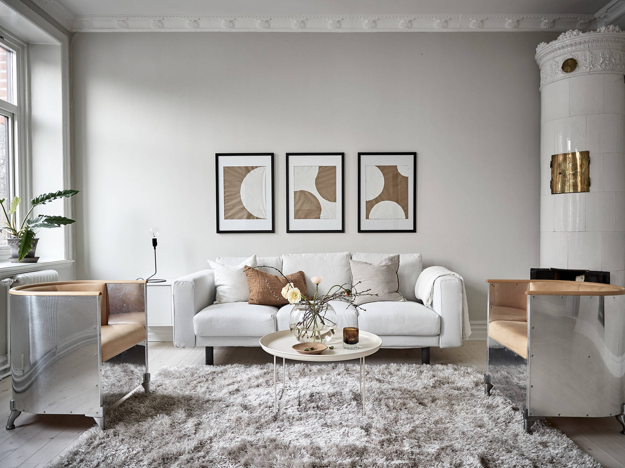 A warm greige home coco lapine designcoco lapine design - Decoracion nordica salon ...