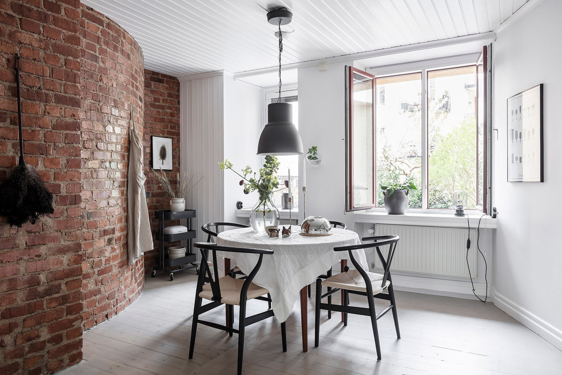 Light flooded kitchen with a brick wall - COCO LAPINE ...