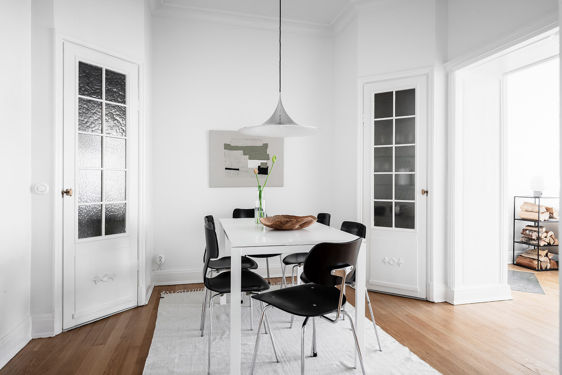 The Best Simple Dining Room Ideas: Simple Contrast Dining Room