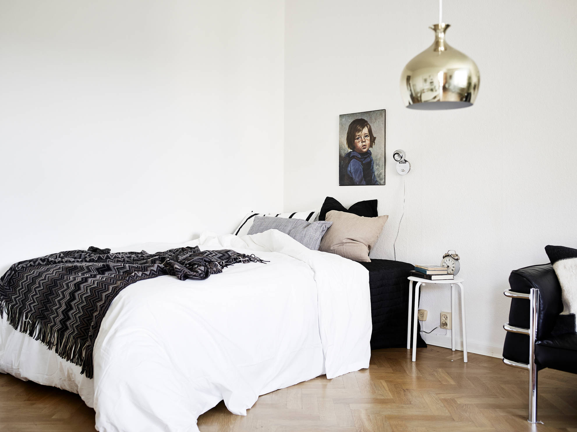 Mid-century modern flat with lots of plants - COCO LAPINE ...