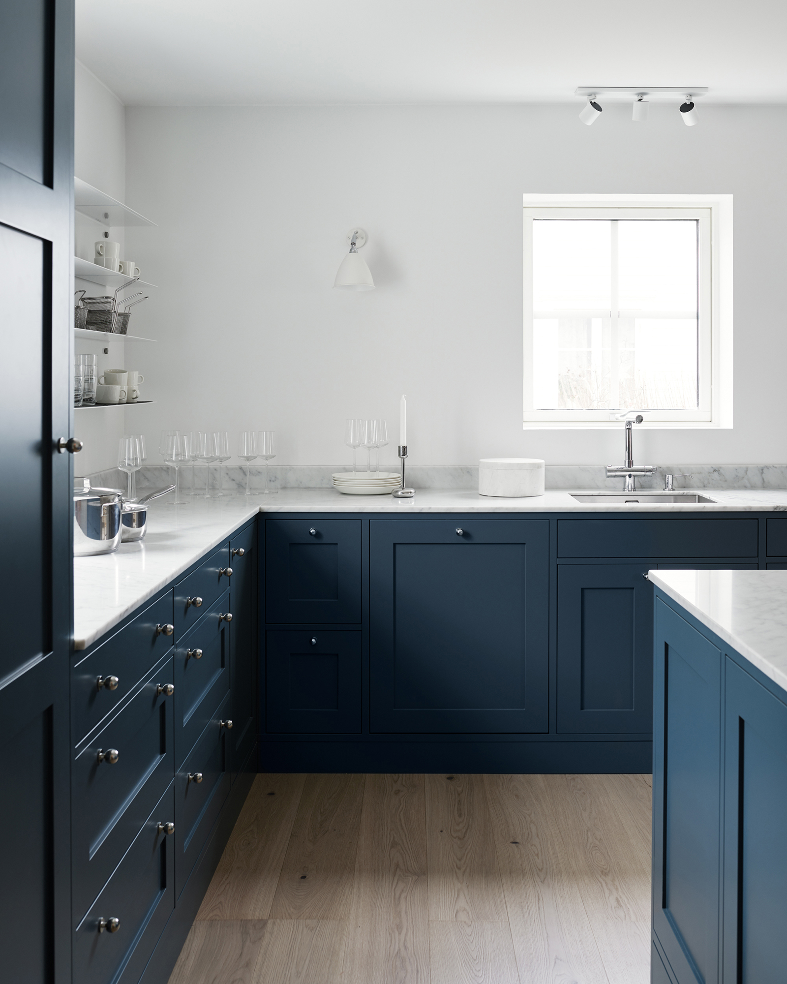 A Kitchen In Blue And White Marble Coco Lapine Designcoco Lapine Design