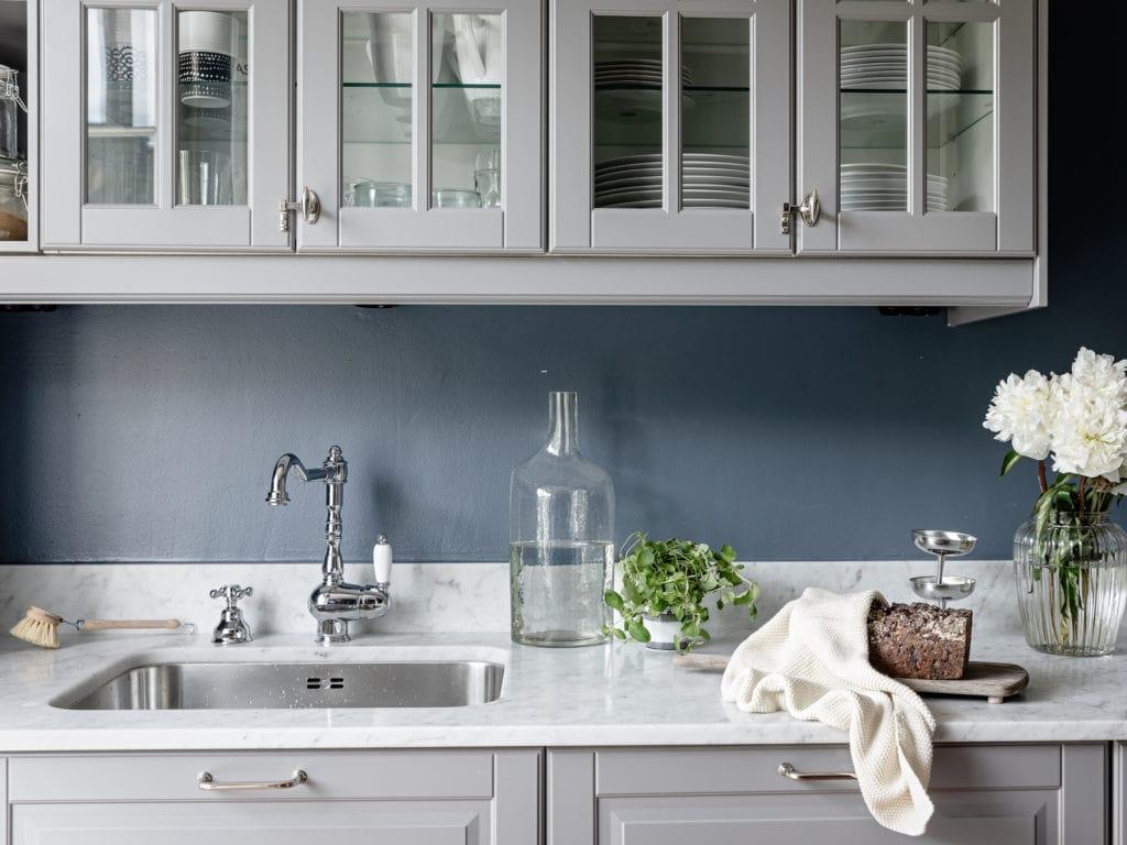 Kitchen In Grey And Blue Coco Lapine Designcoco Lapine Design