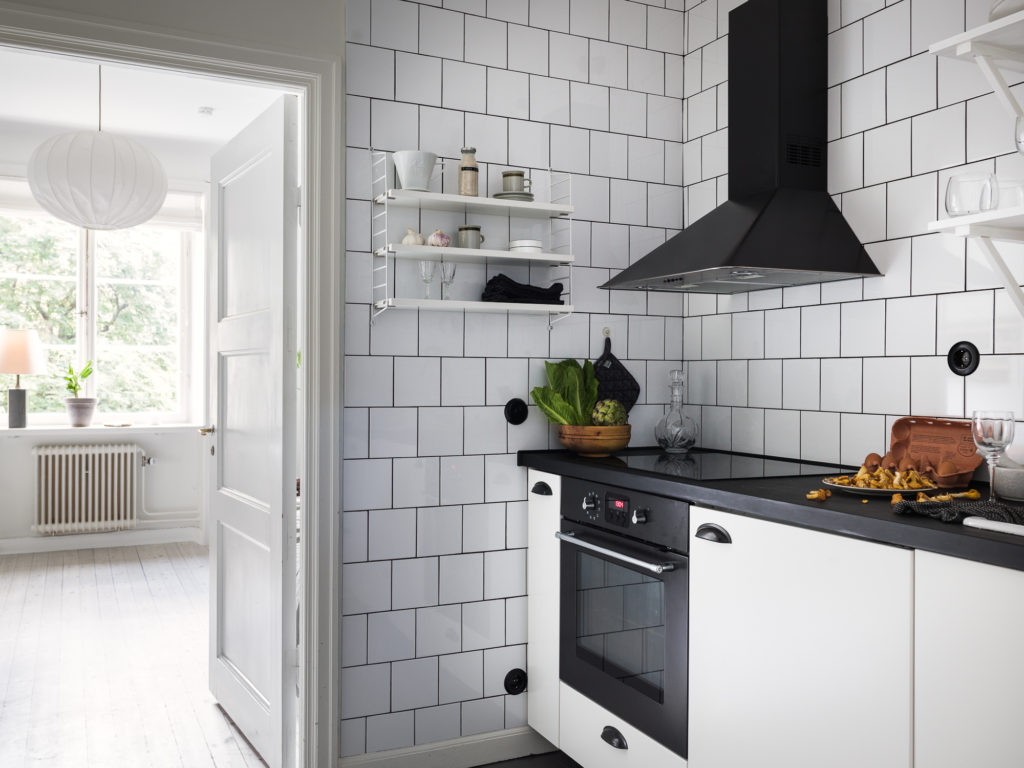 Cuisine Noir Et Or small kitchen in black and white - coco lapine designcoco